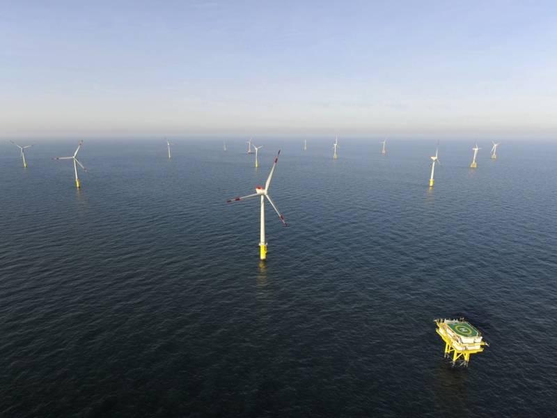 Erster deutscher Offshore-Windpark von alpha ventus auf der Nordsee.