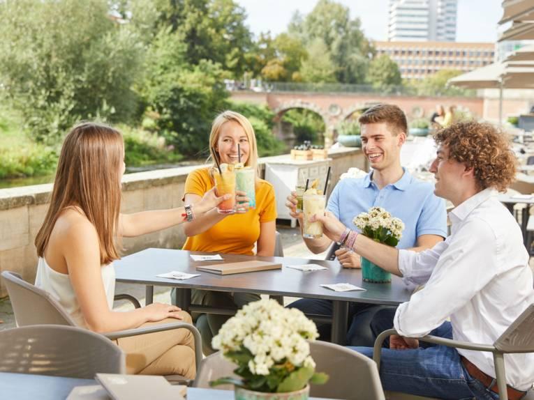 Gruppe im Café