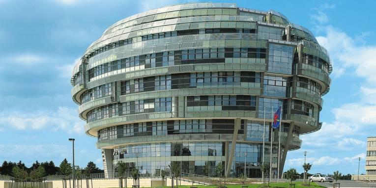 Das INI-Gebäude von außen
